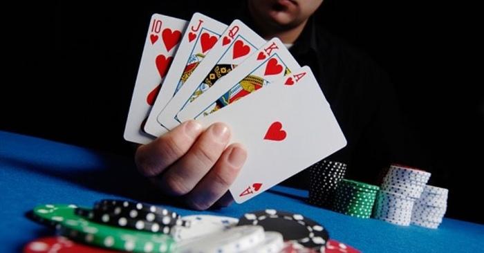 Chơi đánh bài quá phóng khoáng