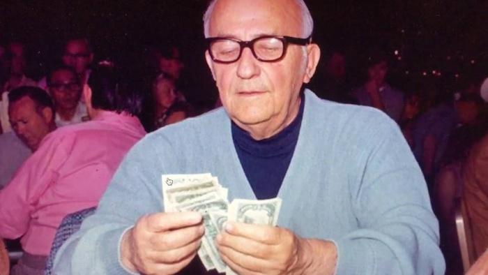 Một trong những cao thủ bậc thầy ở giới poker chính là Johnny Moss